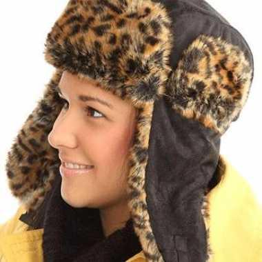 Russische hippe dames bontmuts luipaard print